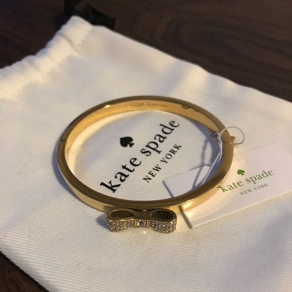 BRAND NEW Kate Spade Gold Bangle with Gem Bow